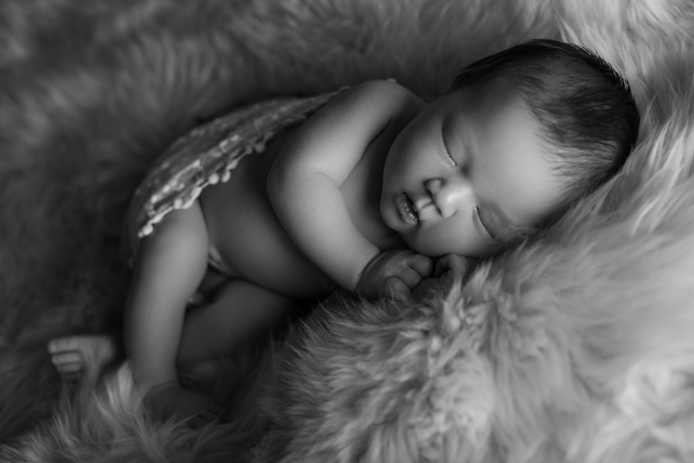 newborn-photographer-denver, colorado-newborn-photograher, baby-photos, sweet-sleeping-baby, photography-newborn-baby, photographs-newborn-baby, black-and-white-photograph