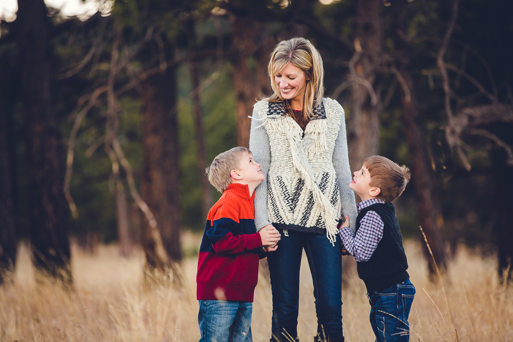 denver-family-photographer, family-potraits-colorado, portrait-photographer, denver-colorado-family-photos, photographs-family-colorado-mountains, mountain-backdrop-pictures, family-photo-session, colorado-family-photographer