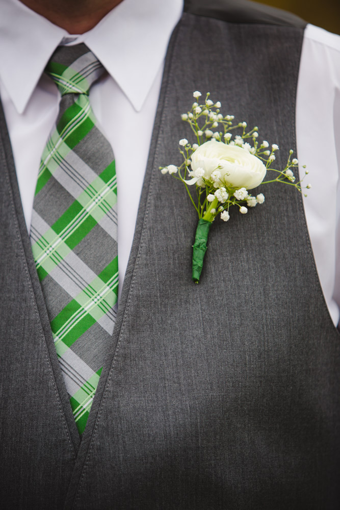 colorado-wedding-photographer, silverthorne-wedding, fall-colorado-wedding, green-flower-details, wedding-photography, fall-mountains-colorado, fall-mountain-wedding, groom-portraits, wedding-details