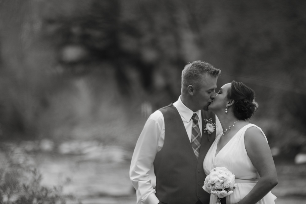 bridal-portraits, bride-and-groom-photos, colorado-wedding-photography, silverthorne-pavillion, silverthorne-wedding-photographs, fall-mountain-wedding, denver-wedding-photographer