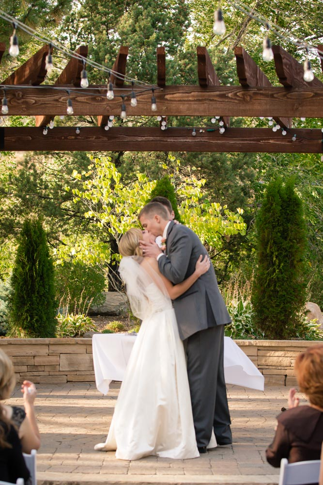 Denver-photographer, Denver-wedding-photography, wedding-photographer-Colorado, briarwood-inn-golden-colorado, mountain-weddings, summer-wedding-colorado, first-kiss-pics